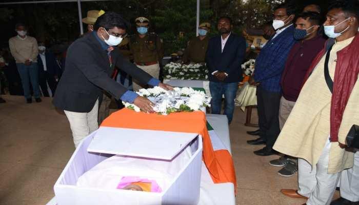 Ranchi: आईईडी ब्लास्ट में जावान शहीद, CM हेंमत सोरेन ने दी श्रद्धांजलि