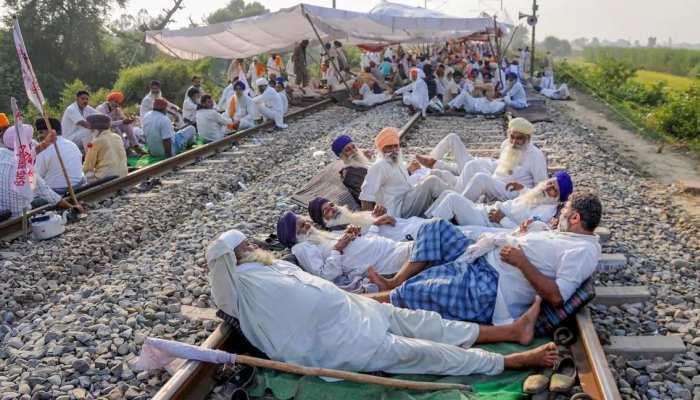 Farmers Protest: किसानों का रेल रोको आंदोलन, ट्रेनें रद्द होने से जनता परेशान