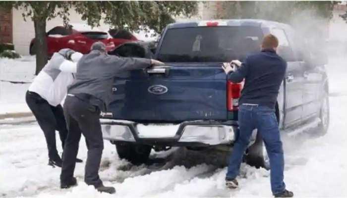 बर्फीले तूफान में जमा America: पिछले कई दिनों से Texas में नहीं है बिजली, पीने के पानी को भी मोहताज हुए लोग