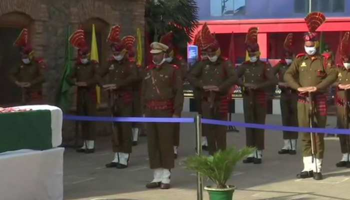 Srinagar: पीछे से आकर बरसा दीं गोलियां, वीडियो में देखिए कैसे हुआ पुलिस पर आतंकी हमला