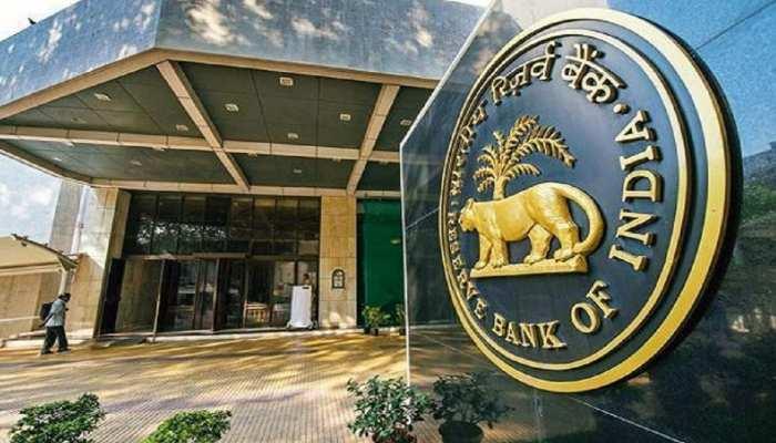 RBI Latest News: RBI ने लगाई इस बैंक पर पाबंदी, सिर्फ 1,000 रुपये निकल सकेंगे ग्राहक