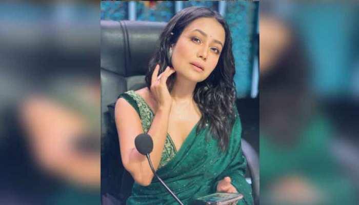 इस बीमारी से जूझ रहीं Neha Kakkar, रियलिटी शो के मंच पर भावुक होकर किया खुलासा