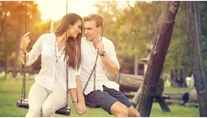 Love Signs: क्या आपको अपने Best Friend से प्यार हो गया है? इन इशारों से जानिए अपना रिश्ता
