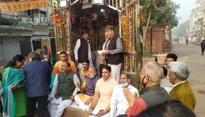 Chandni Chowk में रातोंरात तैयार हुआ Hanuman Temple, अब क्रेडिट लेने के लिए नेताओं में होड़