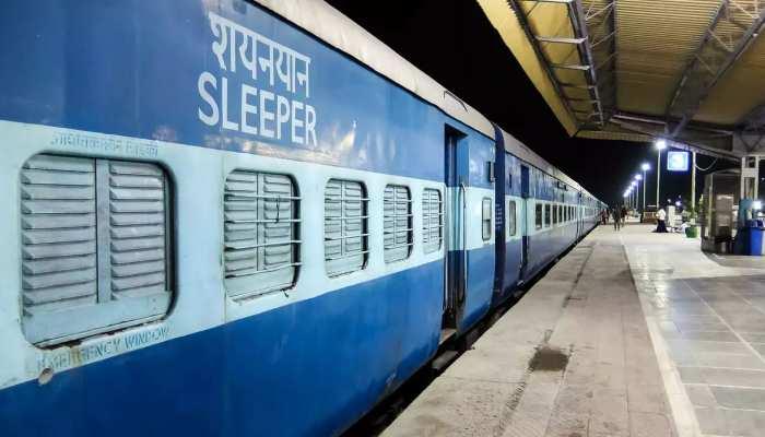Indian Railway: होली से पहले स्पेशल ट्रेनें चलाएगा रेलवे, जानिए कहां से चलेंगी ट्रेनें