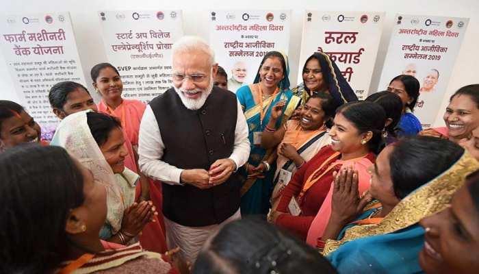 आत्मनिर्भर महिलाओं के लिए बेस्ट हैं मोदी सरकार की ये 6 योजनाएं, जानिए कैसे उठा सकेंगी फायदा