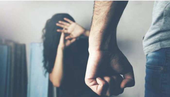 नशे में हैवानियत पर उतर आया जीवनसाथी, पत्नी को निर्वस्त्र कर प्राइवेट पार्ट में डाली रॉड