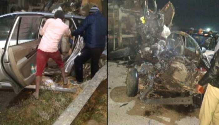 Yamuna Expressway पर भीषण हादसा, कार के ऊपर पलटा टैंकर; 7 की मौत
