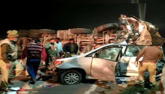 यमुना एक्सप्रेस-वे पर डिवाइडर तोड़कर इनोवा कार पर पलटा टैंकर, 7 लोगों की मौत