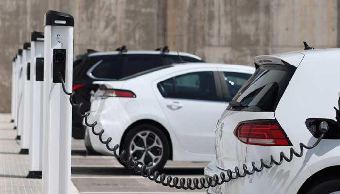छोड़िए पेट्रोल-डीजल का चक्कर! खरीदिए इलेक्ट्रिक कार, पाइए 1.5 लाख तक सब्सिडी, जानिए कैसे