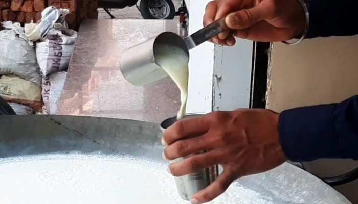 आम नागरिक पर पड़ेगी महंगाई की एक और मार? 12 Rs प्रति लीटर तक बढ़ सकते हैं दूध के दाम
