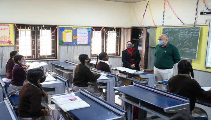 दिल्ली के सरकारी स्कूलों में आठवीं तक के छात्रों के लिए बड़ी खबर, बिना परीक्षा के ही हो जाएंगे पास
