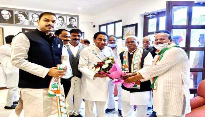 MP: Mahatma Gandhi के हत्यारे Godse के पुजारी का कांग्रेस में वेलकम, Kamalnath ने कराया पार्टी में शामिल