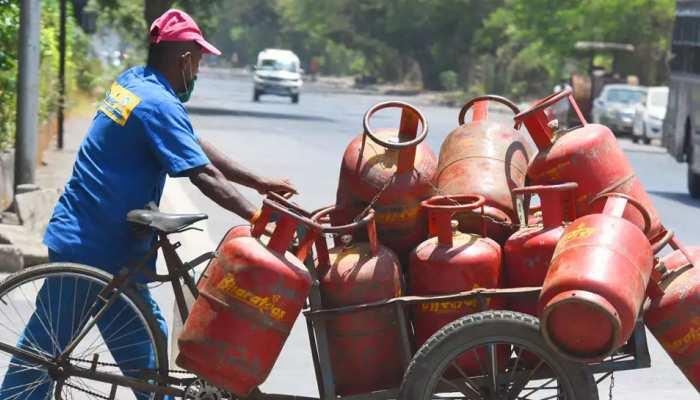 बीते 3 महीने में 6 बार बढ़ी घरेलू LPG सिलेंडर की कीमत, जानिए भोपाल में कितने में मिलेगा