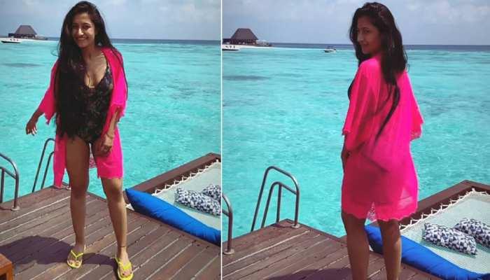 Maldives में Honeymoon के दौरान Floral Swimsuit में नजर आईं Dhanashree Verma