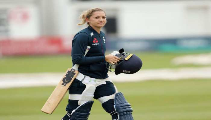 5 most beautiful female cricketers in the world Sara Taylor Perry Harleen Mandhana Cross