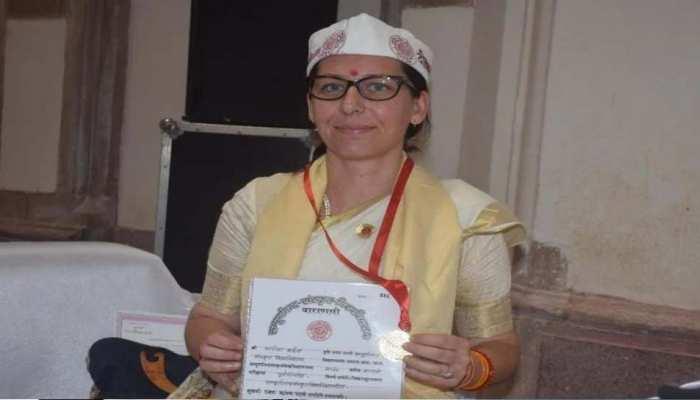 स्पेन की मारिया बनी संस्कृत विदुषी, संपूर्णानंद संस्कृत विवि में राज्यपाल ने गोल्ड मेडल से किया सम्मानित