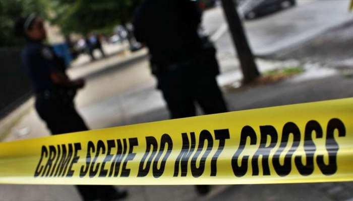 Delhi में घर के अंदर मिली युवक और युवती की Deadbody, मौके से शराब की बोतल बरामद