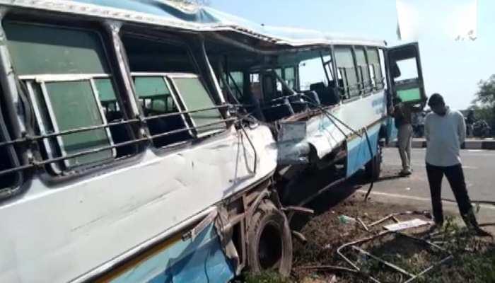 अलीगढ़: बस का टायर फटने से हुआ बड़ा हादसा, 2 बसों की टक्कर में 4 की मौत, 30 घायल