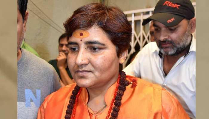 BJP एमपी Sadhvi Pragya की अचानक बिगड़ी तबीयत, स्टेट प्लेन से मुंबई रवाना