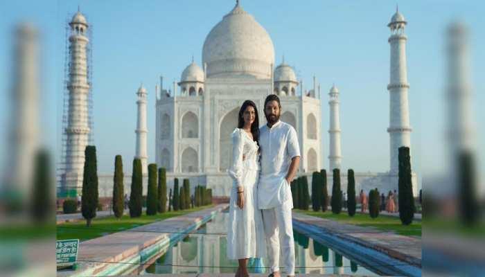 शादी की सालगिरह पर पत्नी के साथ Taj Mahal पहुंचे Allu Arjun, रोमांटिक अंदाज में आए नजर