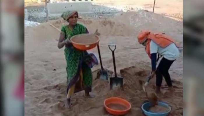 Women's Day: मां ने मजदूरी कर बेटियों को पढ़ाया, बेटियों ने पूरा किया सपना, खेला इंटरनेशनल स्तर पर बास्केटबॉल