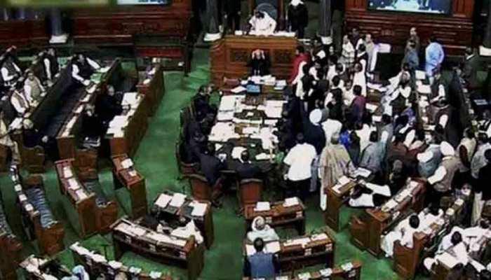 Lok Sabha: महंगाई के मुद्दे पर सदन में हंगामा, मंगलवार से 11 बजे शुरू होगी सदन की कार्यवाही