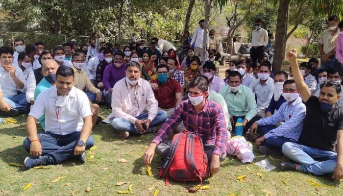 Jaipur News: आमरण अनशन पर बैठे प्रधानाध्यापक, पदोन्नति में अनुपात में छेड़छाड़ नहीं करने की मांग