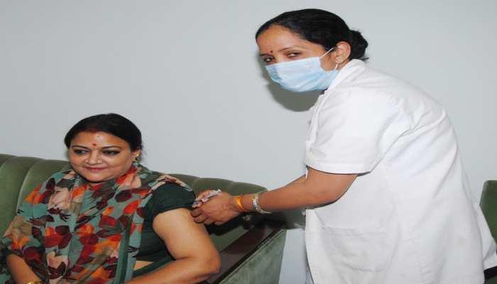 कोरोना से जीत की ओर 'माननीयों' ने बढ़ाया कदम, मंत्री ममता भूपेश ने लिया टीका का डोज