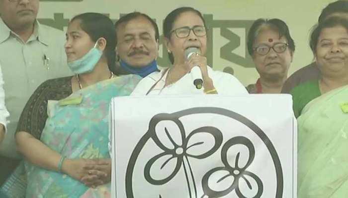 Mamata Banerjee के चोटिल होने के बाद TMC ने बदला प्लान, आज नहीं जारी होगा चुनावी घोषणापत्र