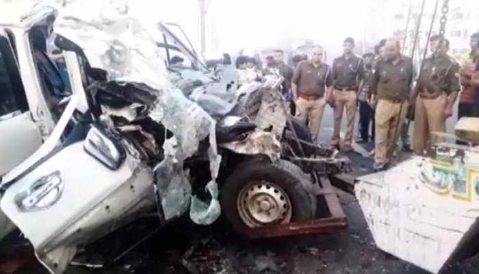 आगरा: ट्रक और कार के बीच भयंकर टक्कर, 9 की मौत, 3 गंभीर रूप से घायल