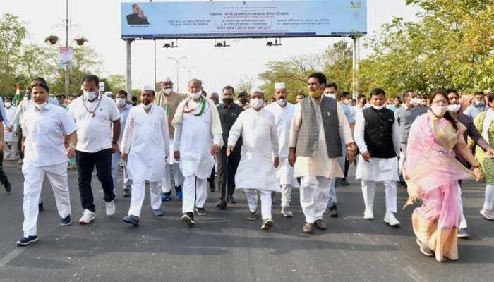 Pink City में दांडी मार्च, CM Ashok Gehlot ने गांधीजी को याद कर दिखाई हरी झंडी
