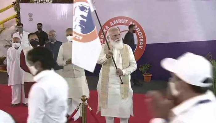 Dandi March Anniversary: PM Modi ने साबरमती आश्रम में दांडी मार्च को दिखाई हरी झंडी, बताए नमक के 3 मतलब