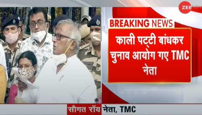 Delhi: काली पट्टी बांधकर चुनाव आयोग से मिले TMC सांसद, दर्ज कराई Mamata Banerjee पर हमले की शिकायत