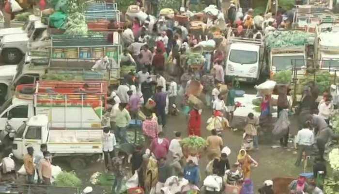 Nagpur में Lockdown से पहले बाज़ारों में उमड़ा लोगों का हुजूम, नहीं थम रहे कोरोना के मामले