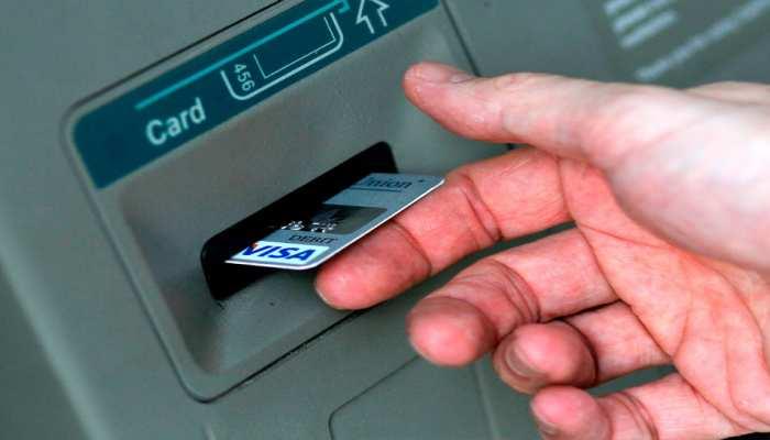 Maharashtra: ATM तोड़ रहे चोर को युवती ने पकड़वाया, Palghar Police ने किया अरेस्ट