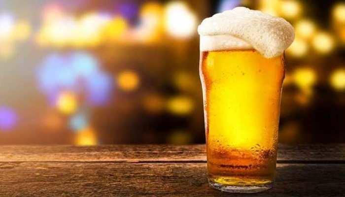 बीयर के शौकीनों के लिए खुशखबरी! अप्रैल से कम हो रहे हैं दाम, ये है वजह