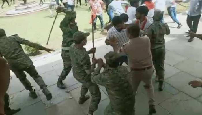 Rajasthan University में ABVP कार्यकर्ताओं पर लाठीचार्ज, विरोध प्रदर्शन के दौरान छात्रों की पुलिस से झड़प