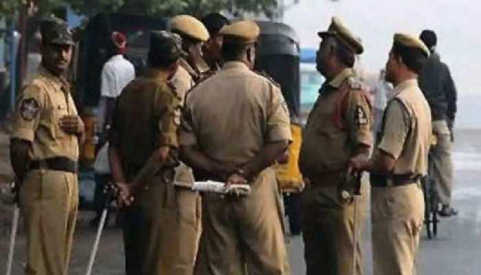 कर्तव्य के लिए अपनी जान पर ही खेल गया Jharkhand का यह 'पुलिसकर्मी', सब कर रहे तारीफ