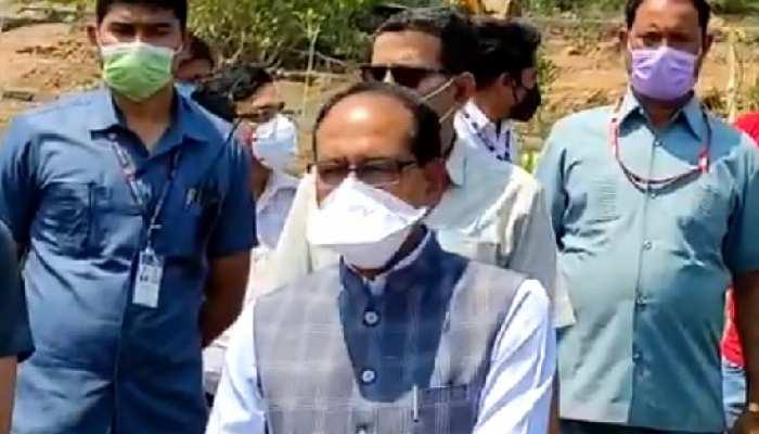 CM शिवराज का तंज- 'कहीं की ईंट, कहीं का रोड़ा, शिवसेना ने कुनबा जोड़ा'