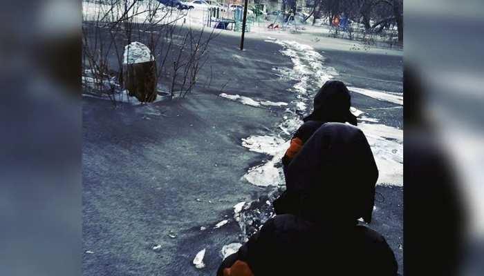 यहां गिरती है 'काली बर्फ'! घर बेचकर कहीं और बसना चाहते हैं यहां के बाशिंदे, जानिए क्यों?