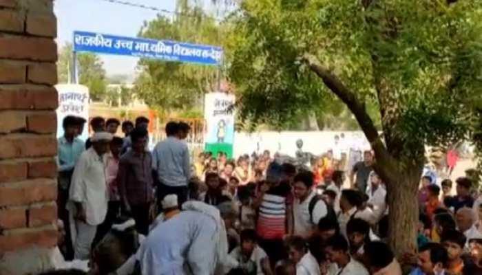 Tonk : वाट्सऐप ग्रुप को लेकर हुआ बवाल, ग्रामीणों ने सरकारी स्कूल पर लगाया ताला