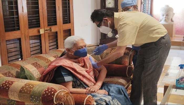 राज्यपाल आनंदीबेन पटेल ने लगवाई कोविड वैक्सीन, कहा- स्वदेशी वैक्सीन पूरी तरह सुरक्षित