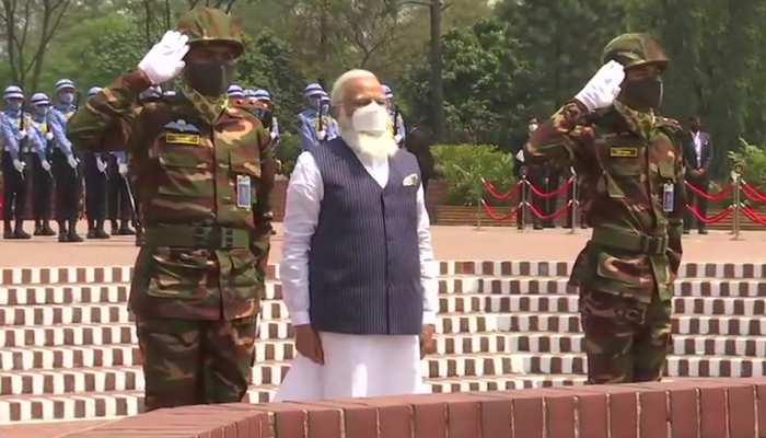 PM Modi Bangladesh Visit LIVE: बांग्लादेश के राष्ट्रीय शहीद स्मारक पहुंचे पीएम मोदी, शहीदों को दी श्रद्धांजलि