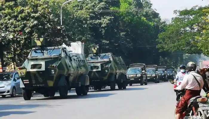 Myanmar की सेना के सताए पहुंच रहे India, प्रदर्शन के दौरान Firing में घायल 3 लोगों को अस्पताल में भर्ती कराया गया