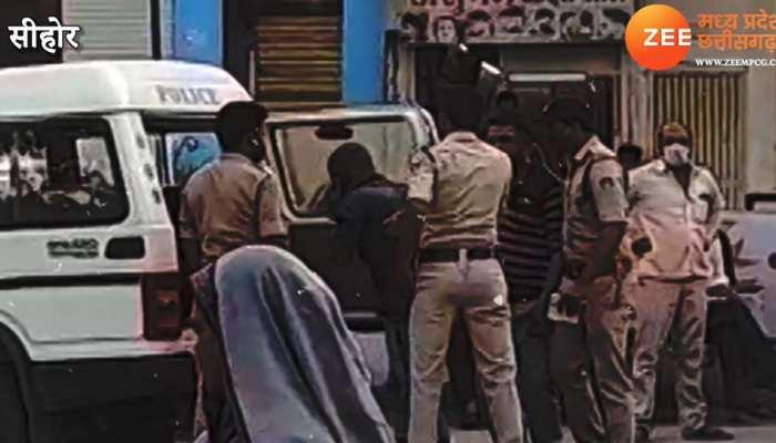 मास्क नहीं पहनना पड़ा भारी, पुलिसवालों ने तीन युवकों को पीटा, Video Viral होते ही सवालों के घेरे में कार्रवाई