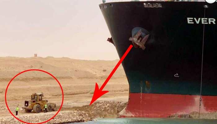 Suez Canal में फंसे हुए विशालकाय जहाज को निकालने आया बुलडोजर, लोगों ने उड़ाया मजाक- देखें मजेदार Tweets
