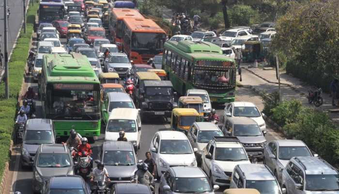 देश की सड़कों पर दौड़ रहे हैं 4 करोड़ Old Vehicles, अब गाड़ी मालिकों को देना होगा Green Tax