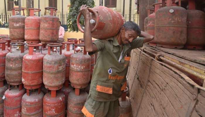 Pradhan Mantri Ujjwala Yojana: अब घर बैठे मंगवा सकेंगे सिलेंडर, जानिए क्या है तरीका