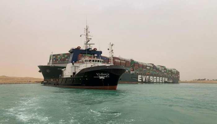 Suez Canal crisis: 5वें दिन भी फंसा हुआ है 'Ever Given', 2 और स्पेशल बोट बुलाई गईं